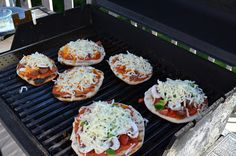 East Coast Mommy: Personal-sized Pizzas on the Grill
