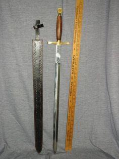 MEDIEVAL-STYLE-SHARP-SWORD-VIKING-CRUSADER-SCOTTISH-CLAYMORE-WOOD-BRASS-PAKISTAN