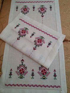 Crewel Embroidery, Cross Stitch Embroidery, Cross Stitch Patterns, Palacio Bargello, Piercings, Moda Emo, Bohemian Rug, Elsa, Diy And Crafts