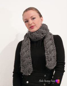 Jupiter: This scarf is knitted in DROPS Polaris. The reversible cable makes it look just as pretty on both sides. Pattern available in Norwegian.