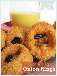These old fashioned onion rings are my favorite appetizer! They are super crunchy with a sweet kick that can be adjusted to your liking. Finger Food Appetizers, Appetizer Recipes, Great Recipes, Favorite Recipes, Delicious Recipes, Onion Recipes, Side Dish Recipes, Side Dishes, Main Dishes