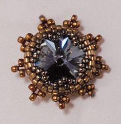 Pattern for beaded rivoli. Bezel beadweaved using only seed beads Jewelry Making Tutorials, Beading Tutorials, Beaded Brooch, Beaded Earrings, Jewelry Patterns, Beading Patterns, Seed Bead Jewelry, Beaded Jewelry, Seed Beads