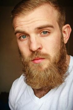 What gorgeous eyes and lips. I want to kiss him. Ginger Men, Ginger Beard, Handsome Bearded Men, Hairy Men, Great Beards, Awesome Beards, Mens Facial, Facial Hair, Moustaches