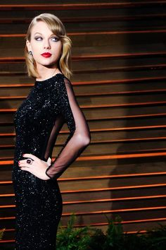 Is Taylor Swift just Karlie Kloss with a Blonde Wig? Important questions of our time. Taylor Swift Web, Taylor Swift Pictures, Taylor Alison Swift, Swift 3, Black Sequin Dress, Black Sequins, Sequin Evening Dresses, Long Dresses, Looks Black