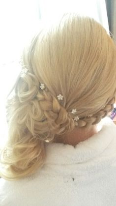 Hairstyle four one side
