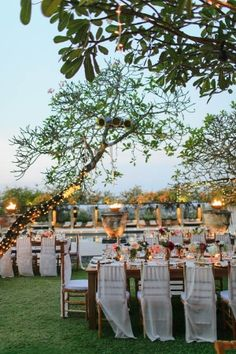 Outdoor Bali beach dining | photography by http://stevesteinhardt.com/