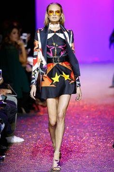 Dancing Queen: Elie Saab trouxe sua mulher pra pista na Semana de Moda de Paris!