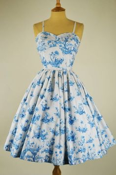 Vintage dress by horrockses willow pattern with bolero mela mela vintage sh Vintage Fashion 1950s, Vintage 1950s Dresses, Vestidos Vintage, Retro Dress, Vintage Outfits, Vintage Clothing, Vintage Ladies, Vintage Sewing, Pretty Outfits