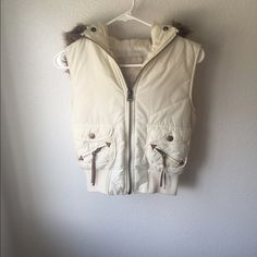 Cream puffy vest Good condition refuge Jackets & Coats Vests