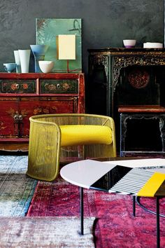 Asian antiques contrast with modern #AsianHomeDécor,