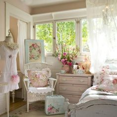 Pretty pink white with roses bedroom