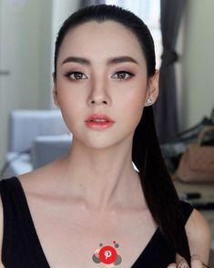 wedding makeup asian Ideas For Makeup Asian Bridal Make Up Simple Bridal Makeup, Asian Wedding Makeup, Wedding Makeup Tips, Natural Wedding Makeup, Natural Makeup, Bride Makeup Asian, Natural Lips, Natural Hair, Make Up Looks