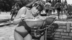 Beköszöntött a meteorológiai nyár, ezt pedig semmi mással nem ünnepelhetjük olyan méltóképpen, mint egy kiadós Fortepan-válogatással nyaralás témakörben. Hungary, Saga, Bikinis, Swimwear, Russia, Retro, Night, Bathing Suits, Swimsuits
