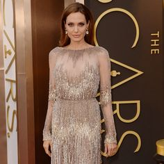 angelina_jolie_oscars_2014_dresses_red_carpet_fashion_news_handbag.jpg (450×450)
