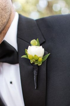 #boutonniere  Photography: Volatile Photography - volatilephoto.com Floral Design: Vanda Floral Design - vandafloral.com  Read More: http://www.stylemepretty.com/2012/07/23/burlingame-wedding-at-kohl-mansion-by-volatile-photography/