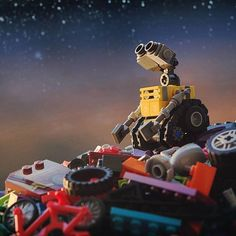 """""""Lost something in the stars """" Congratulations to the LEGO HUB Photographer of the. Lego Wall E, Cool Lego, Awesome Lego, Cool Things To Build, Amazing Lego Creations, Miniature Photography, Lego Boards, Brick In The Wall, Lego Photo"""