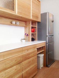 オーダー家具・食器棚、カップボード Wooden Kitchen Cabinets, Kitchen Cabinet Organization, Kitchen Pantry, Kitchen Ideas, Deco Furniture, Japanese House, Modern Chandelier, Cupboard, Storage