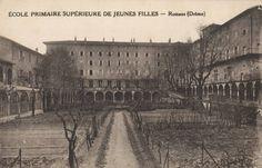 Le couvent de la Visitation (aujourd'hui Musée international de la chaussure) en 1930.