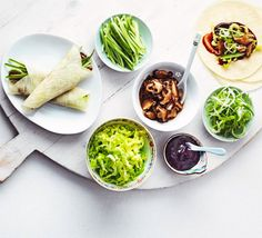 Veggie Chinese pancakes- Skip the duck and serve reader Anthea Hawdon's vegetarian pancakes with hoisin sauce, mushrooms and greens Bbc Good Food Recipes, Veggie Recipes, Asian Recipes, Vegetarian Recipes, Healthy Recipes, Vegetarian Pancakes, Ethnic Recipes, Veggie Meals, Vegetable Pancakes