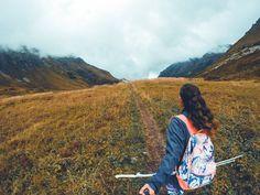 """«Некоторые люди очень ясно слышат свой внутренний голос, и живут так, как он им подсказывает. Такие люди сходят с ума. Или становятся легендами... »  Цитата из фильма """"Легенды осени"""" #autumn . #nataliewildandfree #наталипептонару #горы #природа #хайкинг #wander #followyouradventure #hiking #wanderlust #mountains #letsgosomewhere #explorer #wanderer #nature  #vscocam #adventure #vsco #outsideisfree #naturalbeauty #vscocam #travel"""