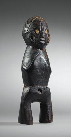 Statue, Moswea-Ngombe, Village de Bosolimbongo, Aire culturelle de l'Ubangui, République Démocratique du Congo   lot   Sotheby's