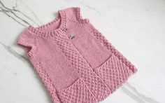 knitted gilet pattern – Knitting Tips Free Baby Patterns, Kids Knitting Patterns, Knitting For Kids, Free Knitting, Free Pattern, Crochet Baby, Knit Crochet, Knit Vest Pattern, Baby Pullover