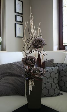 Dekorace s šedohnědými růžemi - na přání Nylon Flowers, Diy Flowers, Flower Vases, Fabric Flowers, Christmas Arrangements, Vase Arrangements, Flower Making, Diy And Crafts, Home Decor