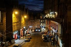 A Scottish New Year's tale: Glasgow and Edinburgh - Backpack Globetrotter Glasgow, Edinburgh, Scottish New Year, Greyfriars Bobby, Busy Street, Modern Buildings, Heritage Site, Old Town, Cemetery
