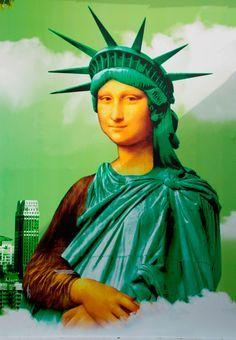 Statue of Liberty Mona Lisa Le Sourire De Mona Lisa, Lisa Gherardini, Mona Lisa Parody, Mona Lisa Smile, Famous Artwork, American Gothic, Photocollage, Liberty Statue, Arts Ed