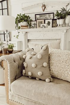 Mantel Styling with Eclectic Antique Frames Home Living Room, Living Room Designs, Living Room Decor, Small Apartment Decorating, Decorating Your Home, Decorating Ideas, Decor Ideas, French Country Living Room, Boho Home