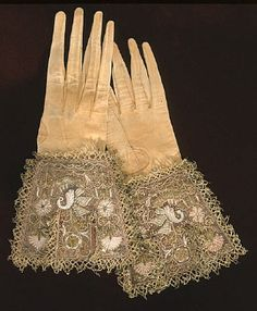 1600-century  OTHER KEYWORDS  men's glove  COLLECTION OF THE  Royal Armoury  INVENTORY NUMBER  19685 (4321: a)