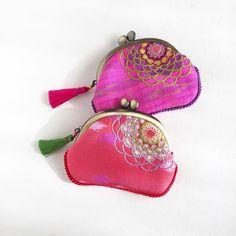 Flower embroidery petit coin purse. ❃ タイシルクの端切れを利用して小さなコインケースを作っていたことをすっかり忘れておりました(物忘れが止まらない) ネットショップに追加しました。 ❃ #embroidery #thaisilk #couture #handembroidery #floral #cardcase #purse #handwork #broderi #nakış #Bordar #がま口 #stitch #handmade #자수 #handcrafted #suica #เย็บปักถักร้อย #jimthompson #needlework #sequins #Sticken #creativityfound #spangle #コインケース#mandalaflower #刺繍 #buanobi #ブアノビ Fukushima, Coins, Coin Purse, Embroidery, Purses, Wallet, Photo And Video, Instagram, Bags