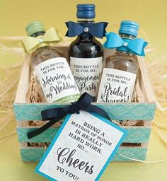 In honour of #thirstythursday how cute is this MOH gift box?! Because you'll definitely need it!! #maidofhonour #maidofhonor #bridesmaids #bridesmaid #bridesmaidgift #weddingideas #weddingplanning #weddinginspiration #weddingblog #weddingblogger #devinebride regram from @something_turquoise
