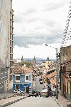 ¡Nos encanta esta panorámica de Bogotá desde La Candelaria! #ZonaC #Bogotá #Colombia #LaCandelaria #EncontrasteLaCandelaria #Arquitectura #Colonial  Visita:  www.encontrastelacandelaria.com  Fotografía tomada por: Juan José Jaramillo