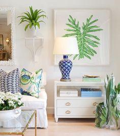 Home decor, interior tropical, palm beach decor, tropical style, estilo tro Interior Tropical, Tropical Home Decor, Tropical Houses, Tropical Furniture, Tropical Colors, Tropical Style, Ocean Colors, Bright Colors, Coastal Living Rooms
