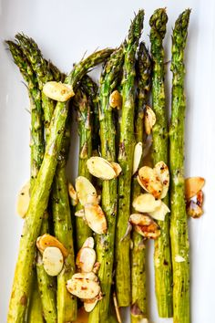 Impress your family or guests and bring some veggies to life with Air Fryer Balsamic Asparagus with Sliced Almonds. Looks kinda fancy. But so easy and makes you look fancy! Asparagus Recipes Oven, Baked Asparagus, Veggie Recipes, Appetizer Recipes, Healthy Recipes, Keto Recipes, Air Fryer Recipes Beef, Veggie Fries, Suppers