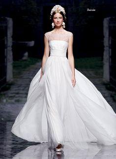 アクア・グラツィエがセレクトした、VICTORIO&LUCCHINO(ヴィクトリオ&ルッキーノ)のウェディングドレス、VL016をご紹介いたします。