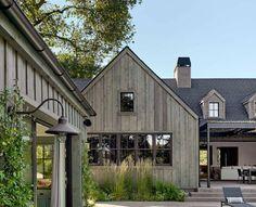 Farmhouse Architecture, Modern Farmhouse Exterior, Ranch Exterior, Exterior Siding, Exterior Colors, Exterior Design, Farmhouse Style Bedrooms, Farmhouse Decor, Country Farmhouse