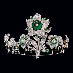 Transformable tiara with lily motif that belonged to the Leuchtenberg family, descendants of Empress Josephine, c. 1830. The large hexagonal emerald solitaire can be worn as a brooch.
