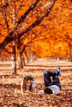 It's a beautiful world Pre Wedding Poses, Wedding Couple Poses Photography, Couple Photoshoot Poses, Couple Shoot, Wedding Photoshoot, Outdoor Photoshoot Ideas, Fall Pictures, Fall Photos, Autumn Photography