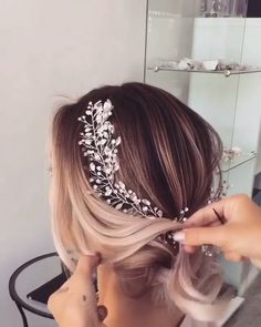 Do you wanna learn how to styling your own hair? Well, just visit our web site to seeing more amazing video tutorials! High Bun Hairstyles, Short Hair Updo, Summer Hairstyles, Wedding Hairstyles, Short Hair Styles, Simple Prom Hair, Lace Front, Bridal Hair Updo, Wedding Hair Down