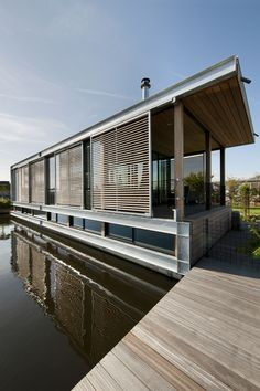 Zicht vanaf het water, Woonboot | Kodde Architecten