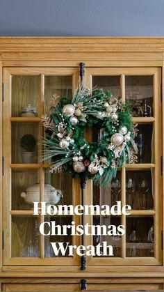 Homemade Christmas Wreaths, Xmas Wreaths, Christmas Crafts, Simple Christmas, Christmas Ideas, Christmas Ornaments, Farmhouse Christmas Decor, Outdoor Christmas Decorations, Christmas Centerpieces