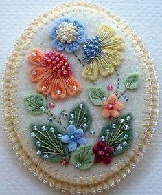 Felt Crafts Patterns, Wool Applique Patterns, Felt Applique, Fabric Crafts, Embroidery Patterns, Sewing Crafts, Embroidery Stitches, Wool Embroidery, Hand Embroidery Designs