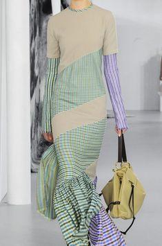 Loewe at Paris Fashion Week Spring 2018 - Details Runway Photos