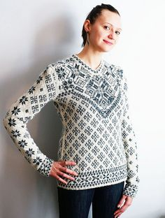 Julia, pattern by Faina Letoutchaia by DayanaKnits, via Flickr