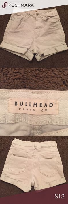 """Bullhead light blue mom shorts Extremely light blue almost white """"Mom shorts"""" from pacsun the last picture is just to show the fit. Light blue available only. Willing to trade! And bundle! 🎈 Bullhead Shorts Jean Shorts"""