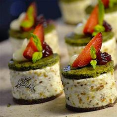No Cook Appetizers, Delicious Deserts, Food Garnishes, Canapes, Sweet Recipes, Catering, Sushi, Cheesecake, Snacks