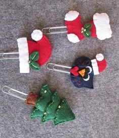 Set of 4 Christmas paper clips: Spruce, Cap, Gufo Stocking .- Set of 4 Christmas staples: Abete Calza a Gufo hat - Felt Crafts, Diy And Crafts, Christmas Crafts, Christmas Decorations, Felt Christmas Ornaments, Christmas Paper, Paperclip Crafts, How To Make Bookmarks, Penny Rugs