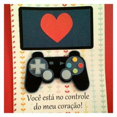 Para os jogadores de videogame :) Creative Gift Baskets, Gift Baskets For Men, Creative Gifts, Dear Boyfriend, Diy Gifts For Boyfriend, Valentines Diy, Kids Cards, Design Crafts, Birthday Cards